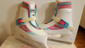 Bauer Girls Size 8/9 toddler skates