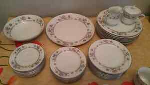 EXCELLENT CONDITION 44 PCS IMOCO DINNER SET