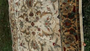 BEAUTIFUL LARGE  [ 8X10 ] AREA RUG;
