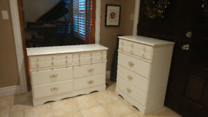 Beautiful Matching 5 Piece White Furniture!