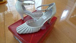 Sandales AEROSOLES haut talon en cuir, pointure 6.5 US/45 EU