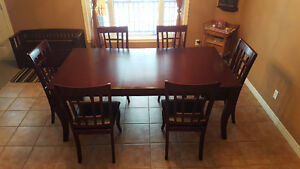 Table and chairs set in Cherry finish