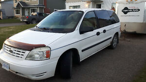 2004 Ford Freestar 800