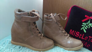 Brand new pair of ladies boots for sale
