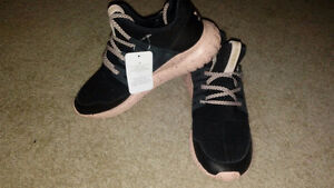 Selling addidas tubular shoes for woman