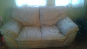 2 Causeuses en cuir - 2 leather love seats for sale