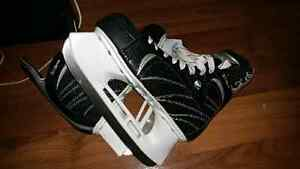 Woman ice skate size 7