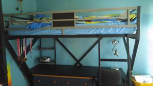 Lit mezzanine simple