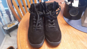 Black urban outing wedge trainers