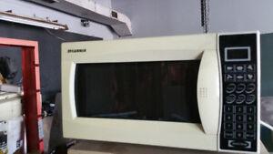 Microwave 700 watts
