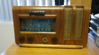 CRV 1945 radio made in montreal works like new