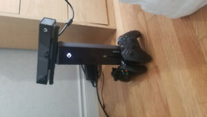 Xbox one with Kinect, 2 controllers and 5 games