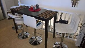 Bar/kitchen table with 4 adjustable chairs