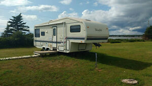 27' Glendette 5th wheel Camper