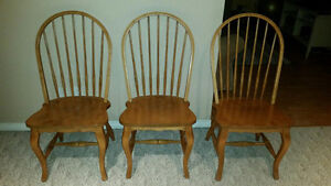 Chaises en Pin  / Solid Pine Wooden Chairs