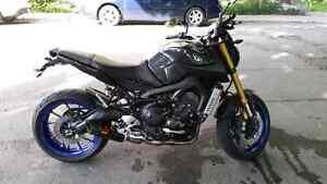 Yamaha fz09 2014 7000$ prix fin de saison black ans blue