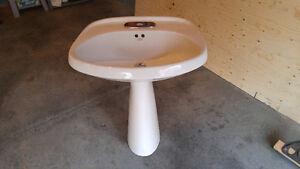 Bathroom pedestal sink Gatineau Ottawa / Gatineau Area image 1