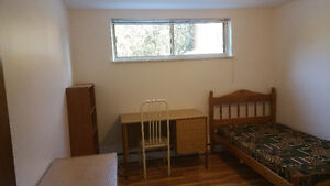 Renovated room.Parking for sedan.3 min to DVP.Lawrence & Vict Pa