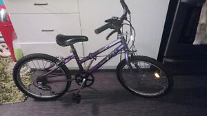 GIRLS BIKE ,,12 inch.  VELO POUR FILLE . 12 POUCES