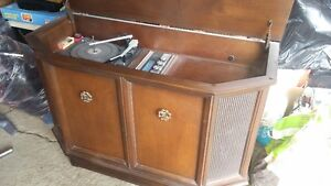 1950-1960 Phonograph  (Silvertone Solid State, Simpson Sears)