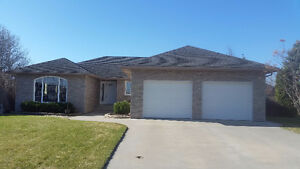 Beautiful 1800+ SqFt 1 Level Home on large pie lot and fabulous