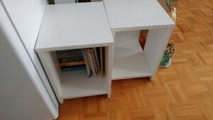 2 Petites tables en mélamine blanche