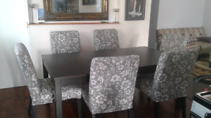Excellent condition dining table set
