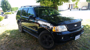 2004 Ford Explorer 4WD 6 seater