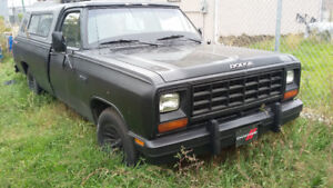 85' Dodge truck and 92 chev 14 seater 500$!!! both run