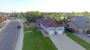 LARGE BUNGALOW IN COTTONWOOD ESTATES! - COALDALE