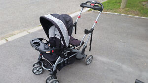 poussette double Sit n Stand Baby Trend