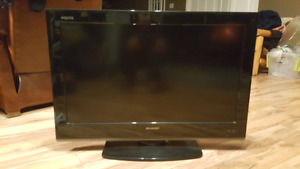 Sharp aquos 32inch mint mint shape with mall mount