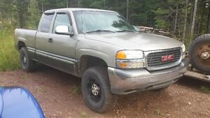 2000 GMC Sierra 1500 SLT Pickup Truck For Parts