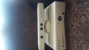 Xbox 360 with Headset and kinect and controllers Oakville / Halton Region Toronto (GTA) image 5