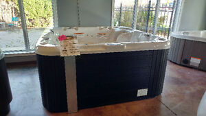 Floor model hot tubs on clearance now! London Ontario image 2