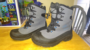 Columbia Boys Winter Boots Size 6 -St. Thomas