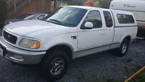 1998 Ford F-150 Lariat Pickup Truck