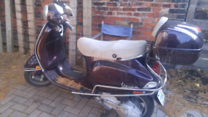 2006 VESPA PIAGGIO LX 150 FOR SALE, 2 HELMETS AND BATTERY TENDER