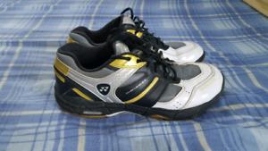 Yonex badminton shoes size 8.5