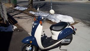 2005 honda jazz scooter    $1200 FIRM