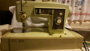 Strong heavy duty White Sewing Machine works perfect