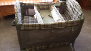Eddie Bauer play pen
