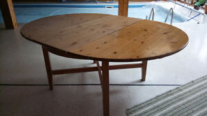 Round Exendible Table