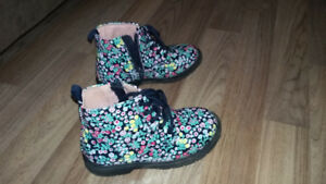 Rain boots for a girl Size 9