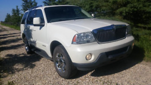 MINT Lincoln Aviator AWD LOW KM, beautiful inside and out