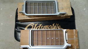 RARE NOS Pair of 1970 Oldsmobile Cutlass W31 Rallye 350 Grilles
