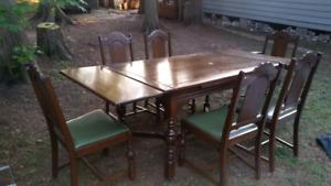 Matching Oak antique 9 piece dining room set