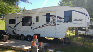 2009 FOREST RIVER WILDCAT 28' 5TH WHEEL