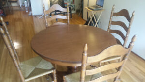VINTAGE MAPLE LADDER BACK RUSH SEAT CHAIRS + DINING ROOM TABLE