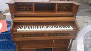 Harmonium à pédales antique à vendre